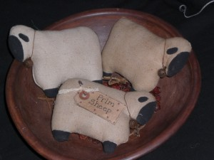 primitivecountryfolkartornamentssheep 300x225 Primitive Country Folk Art Ornaments